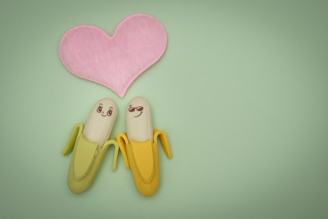 バナナのカップルとハート