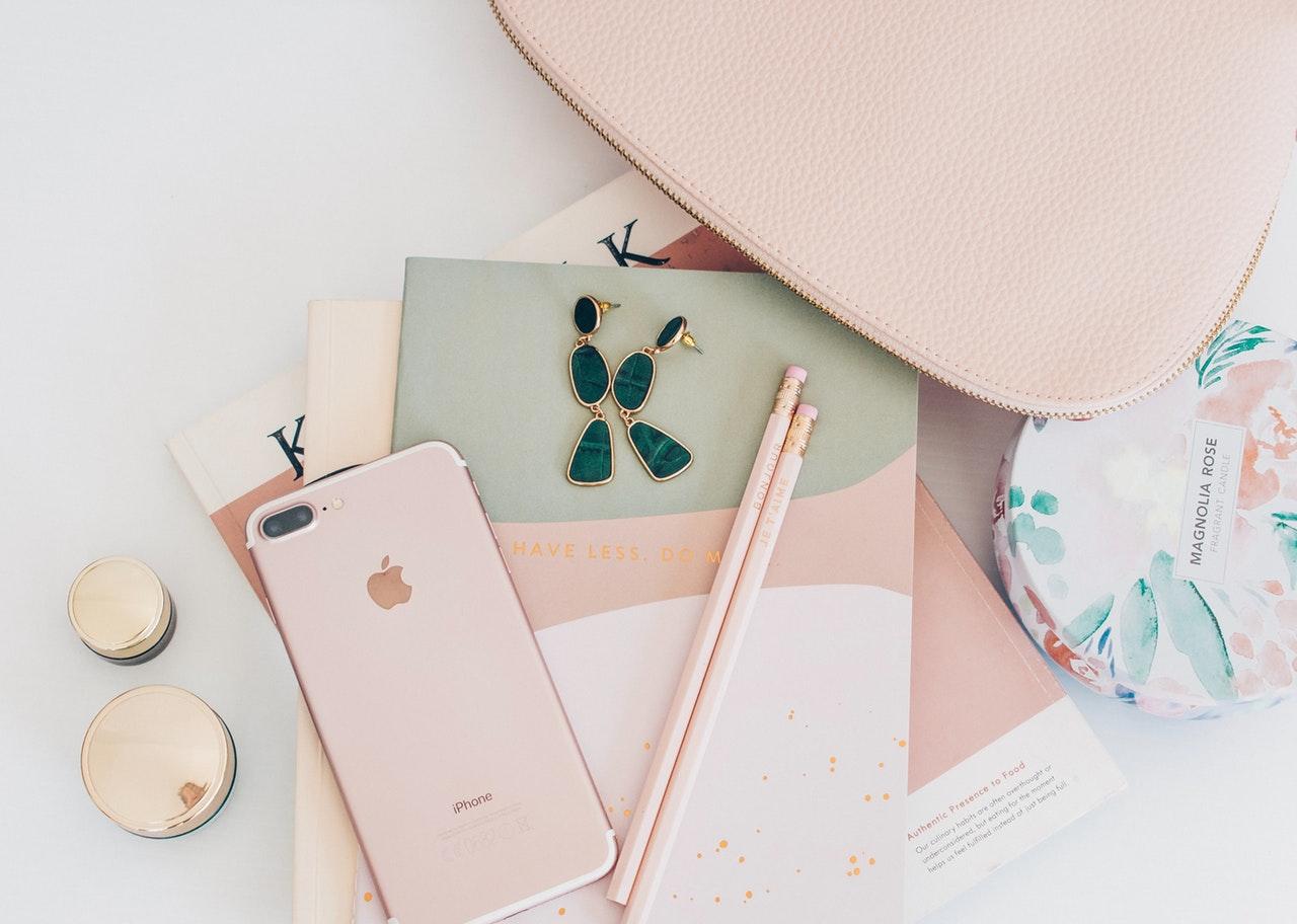 携帯電話とノート