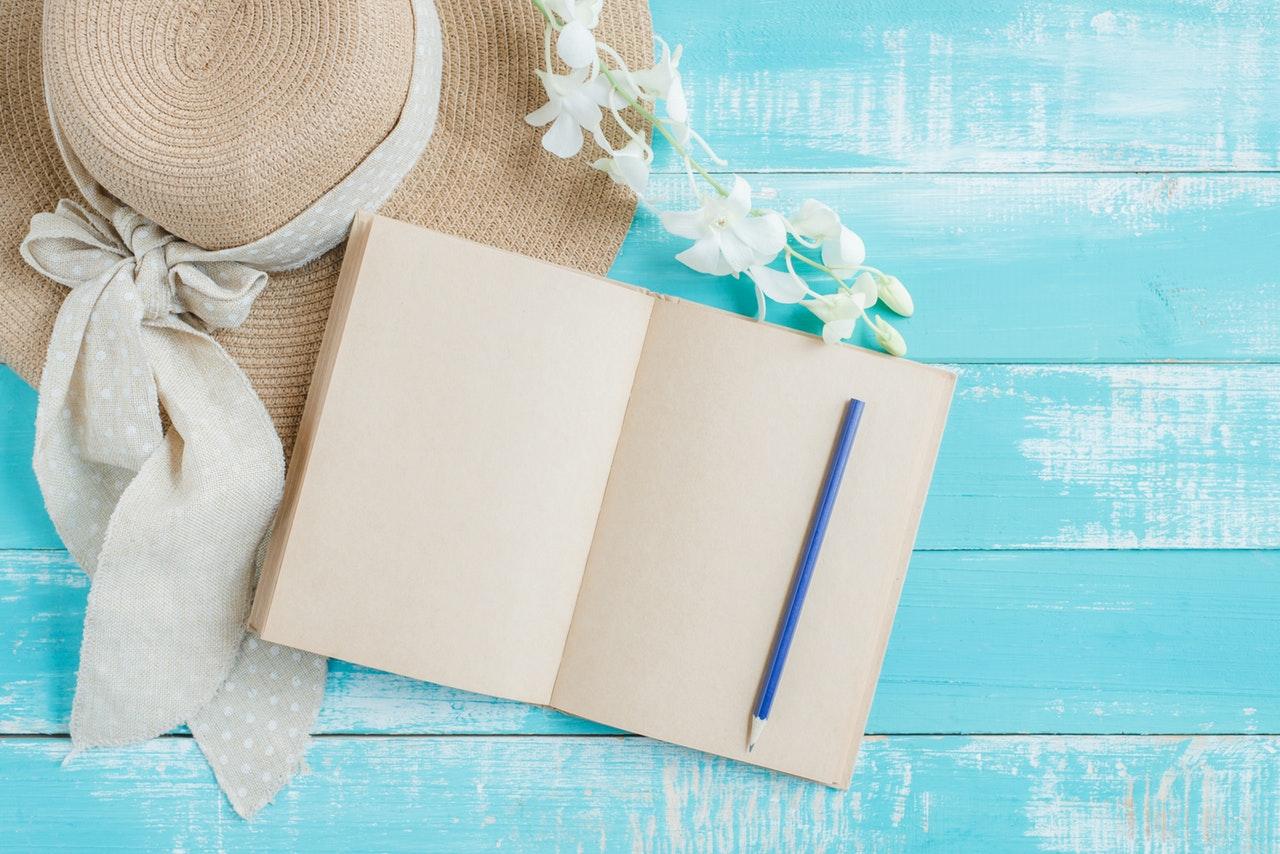 夏の帽子と手帳