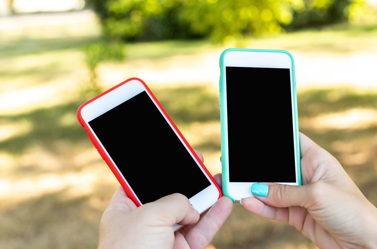 2つの携帯電話