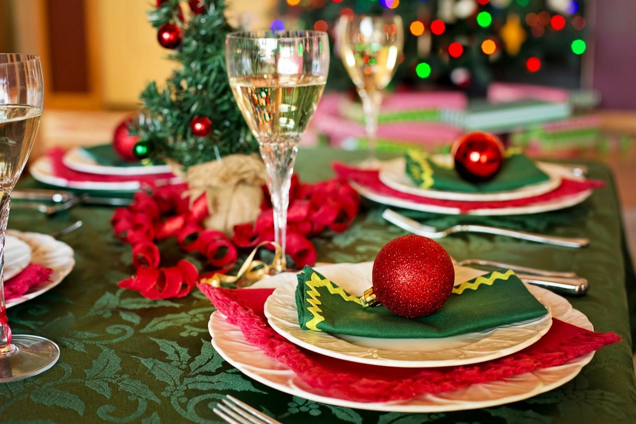 クリスマステーブルとワイン