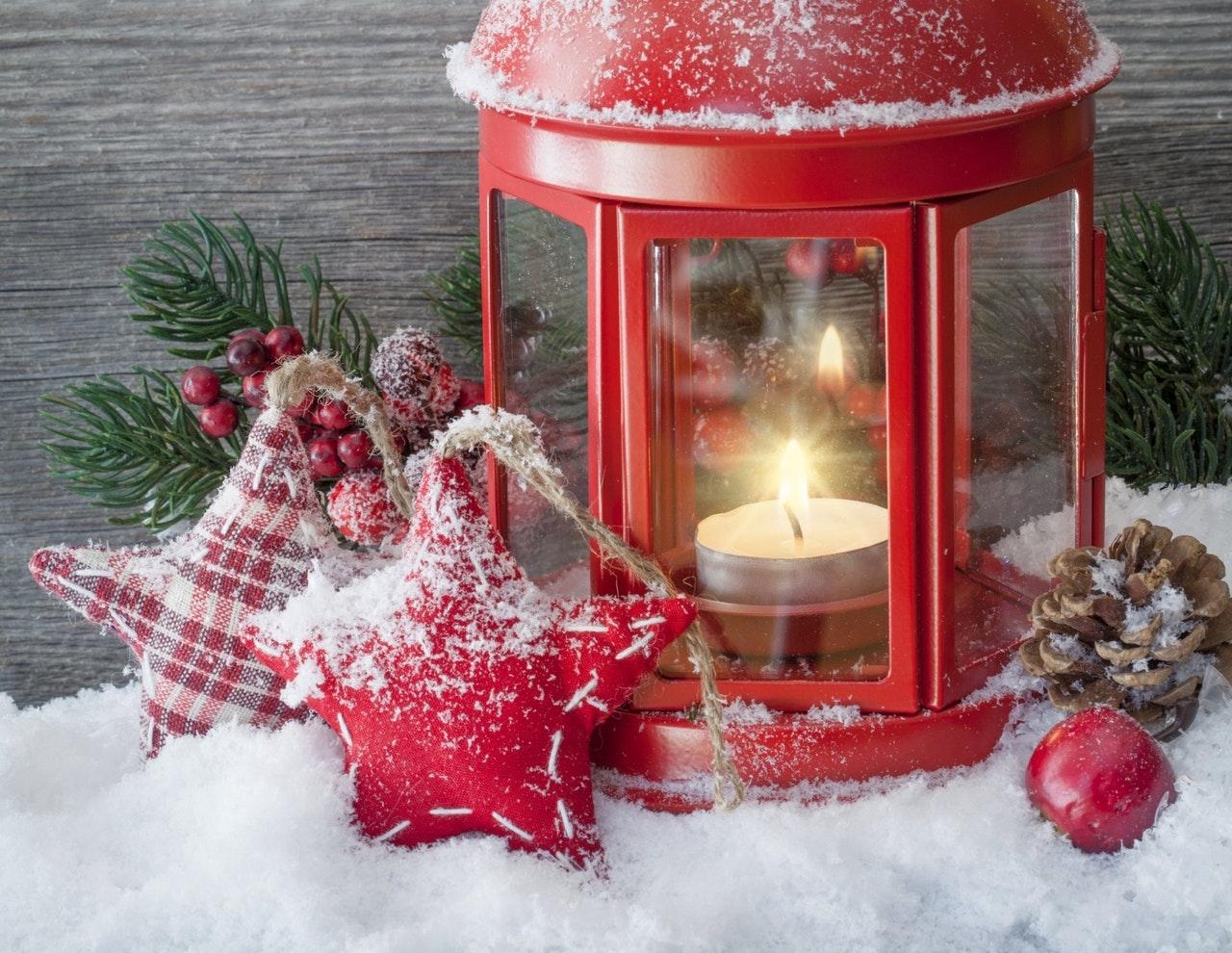 蝋燭と雪の飾り