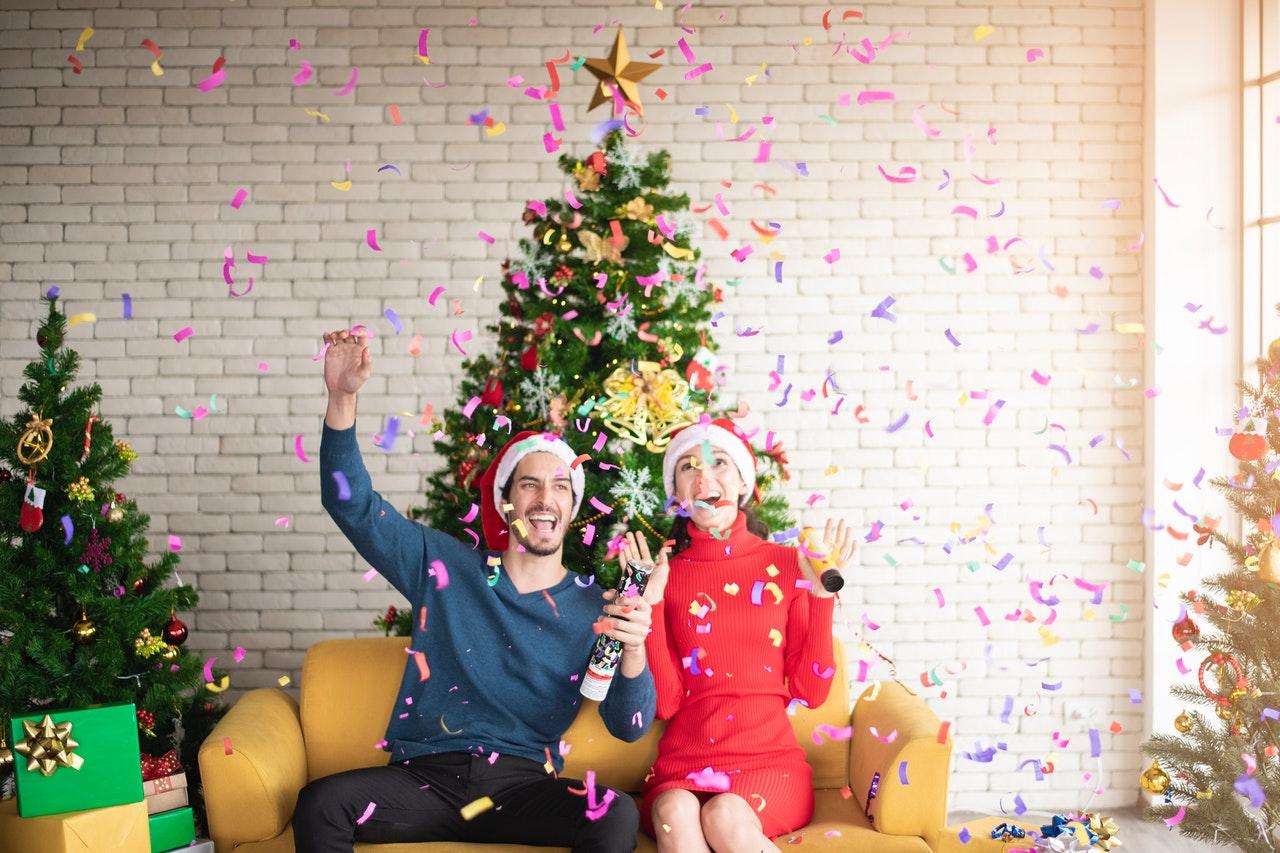 クリスマスを楽しむ2人