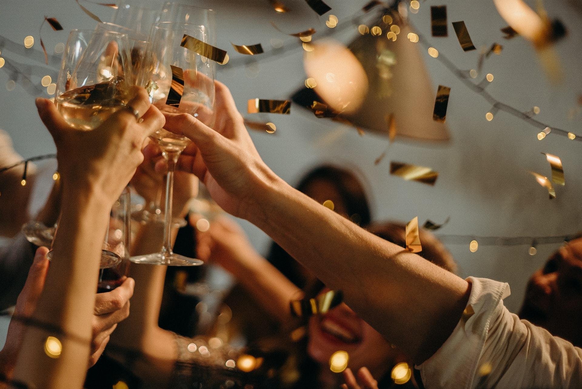 パーティで乾杯
