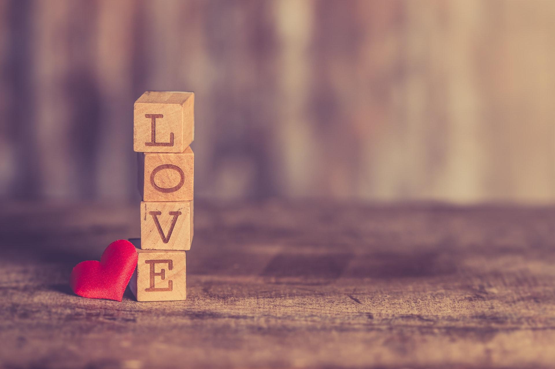 LOVEの積み重ねオブジェ