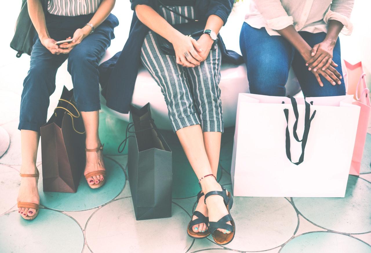 ショッピングの女性3人