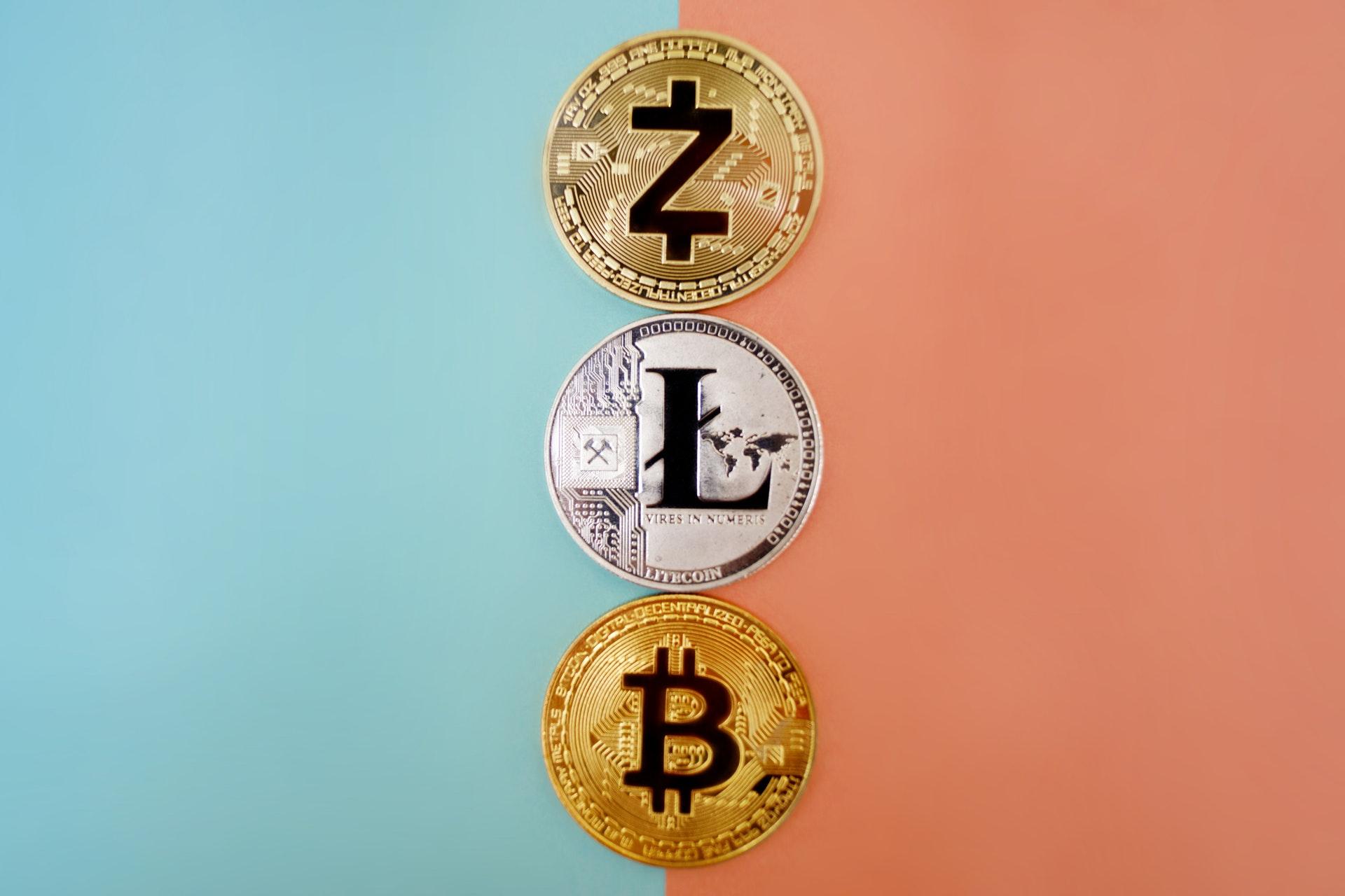 並んだ各国のコイン