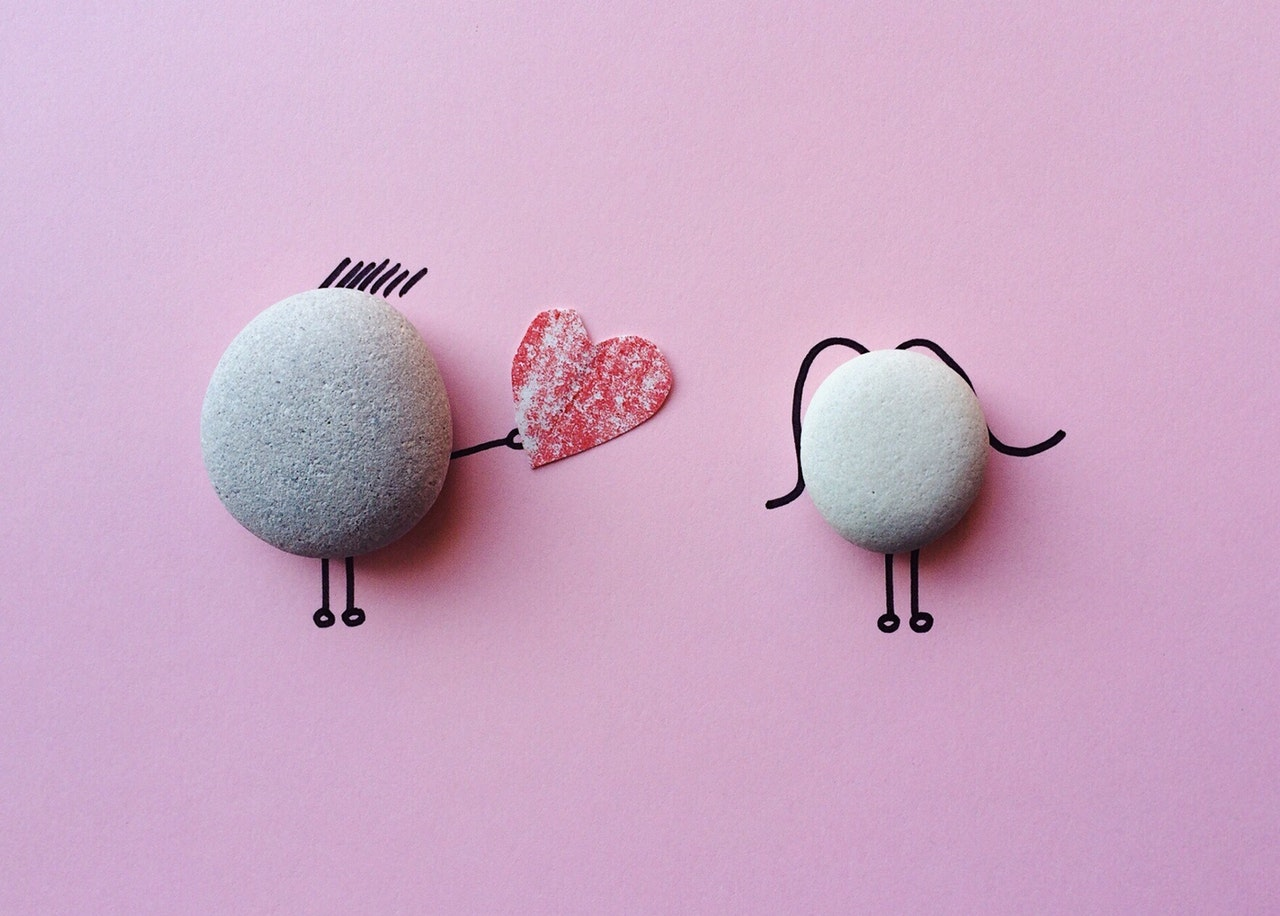 石でできたカップル