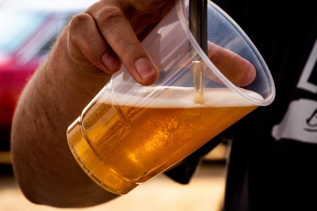 ビールを味わう