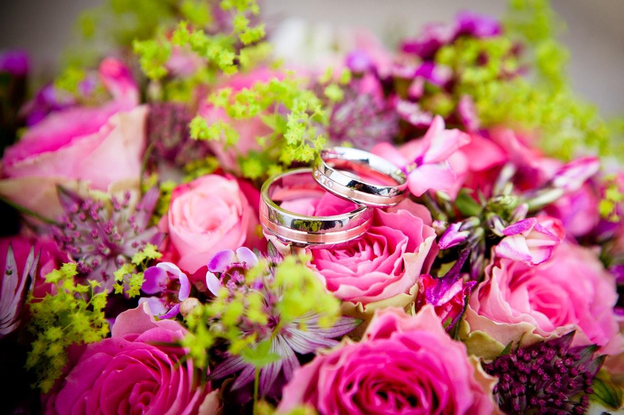 花束の中の指輪