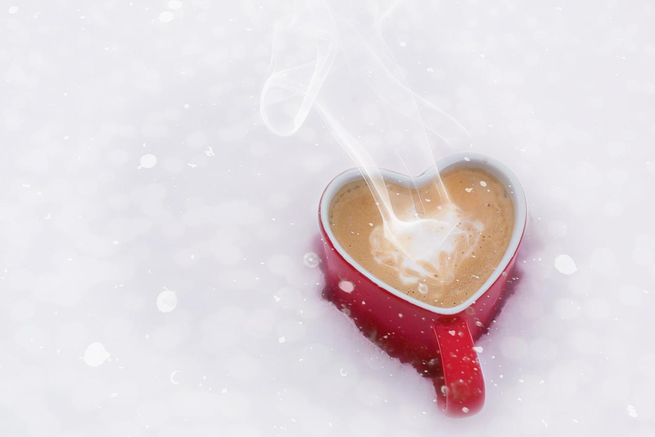 冬のハートの熱いコーヒー
