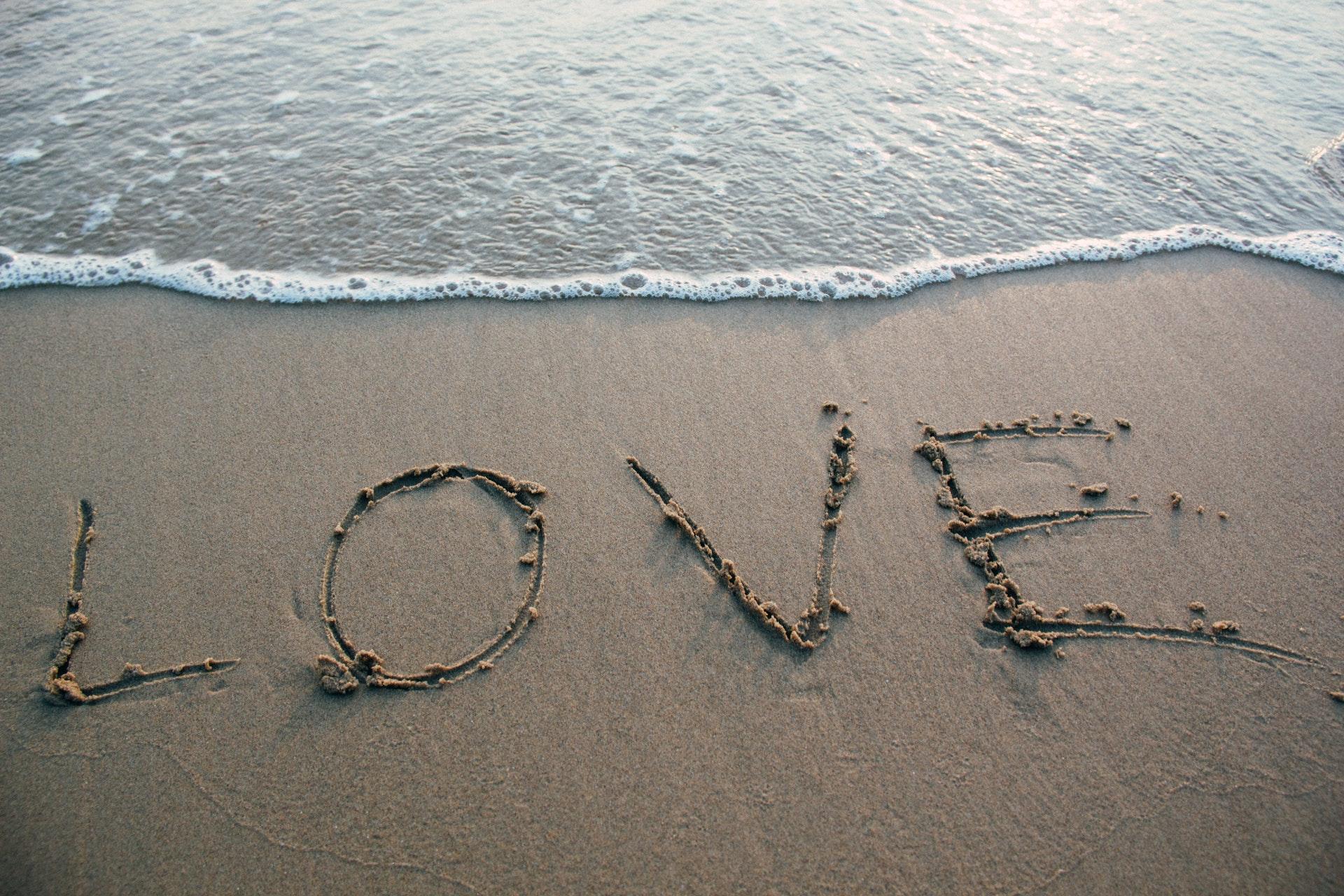 LOVEの砂文字