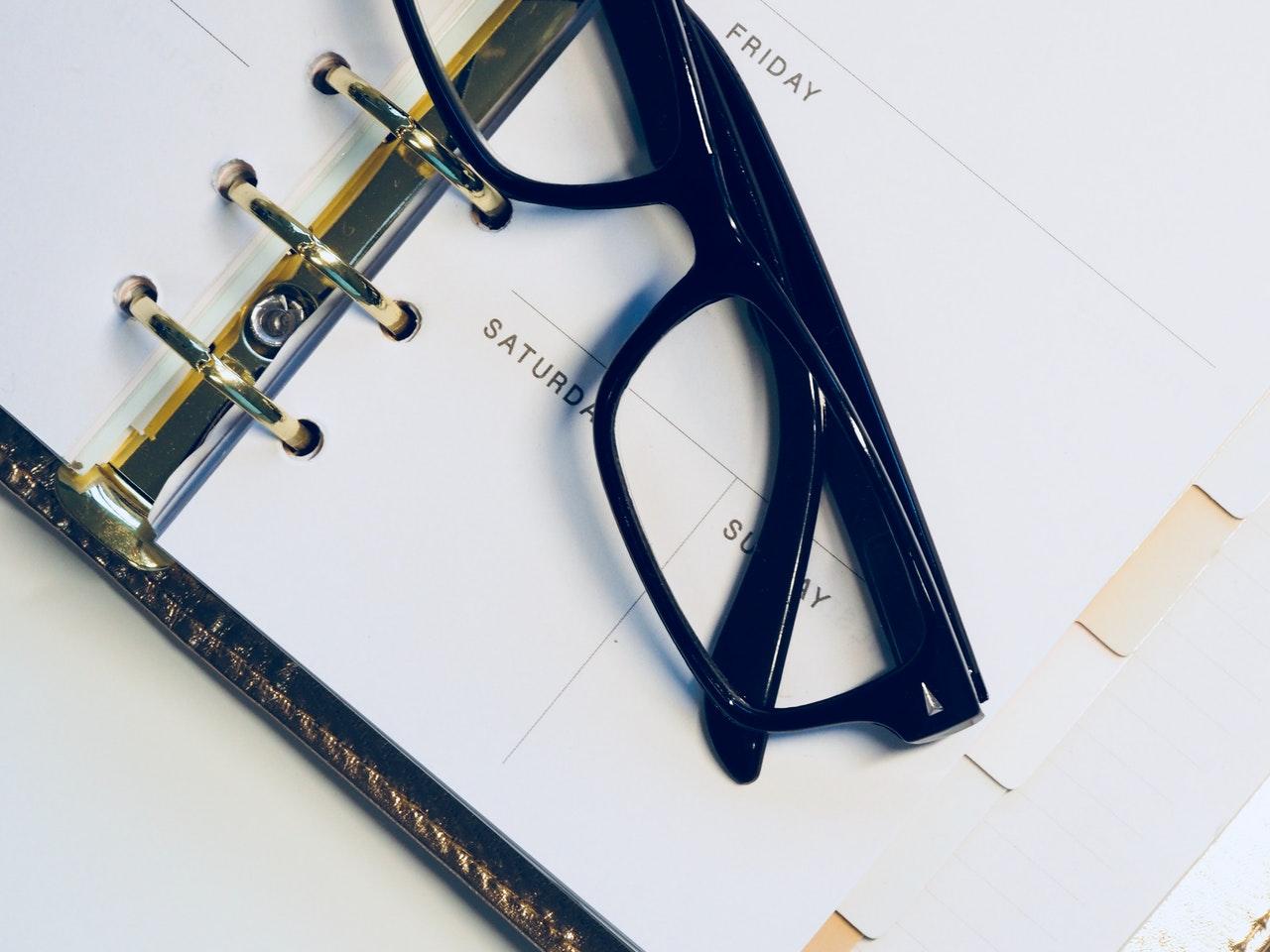 カレンダー付き手帳