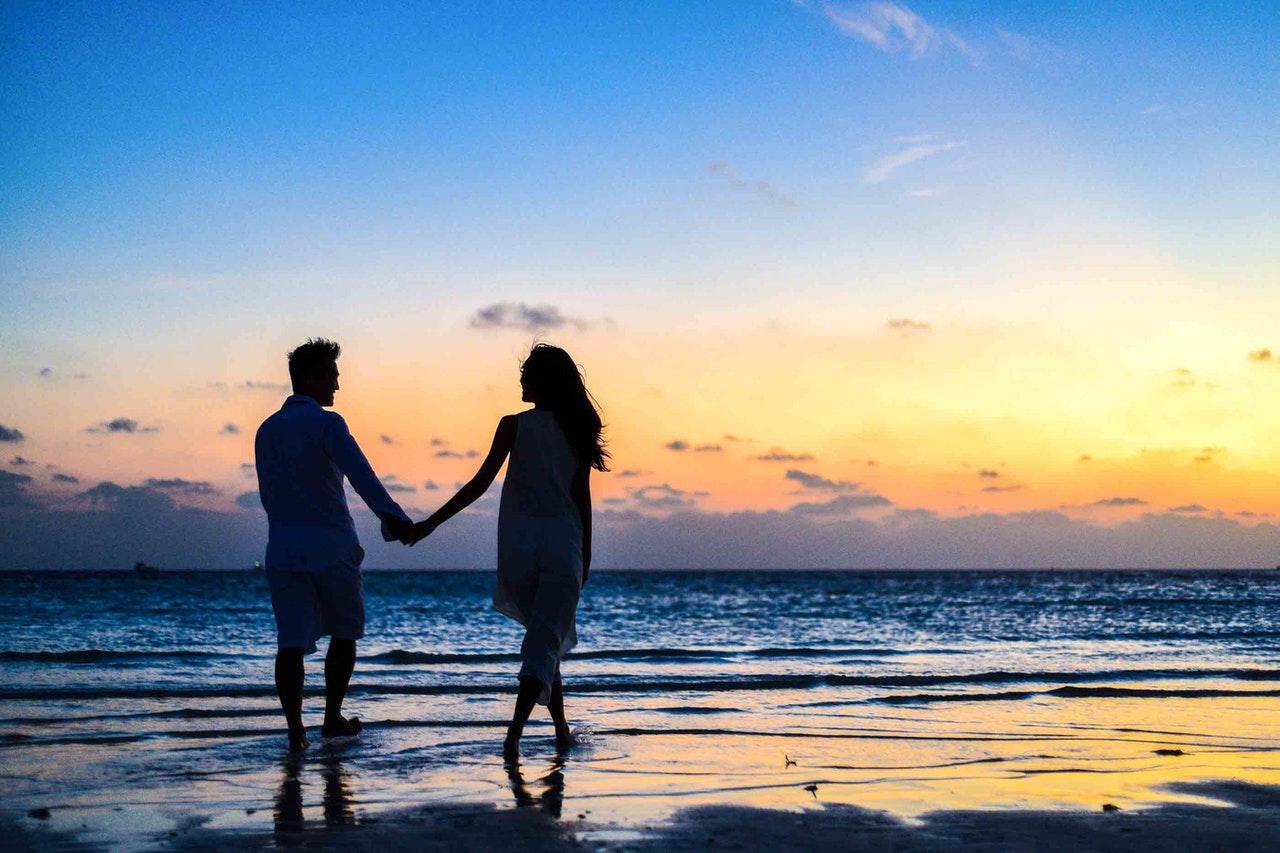 海辺でデート