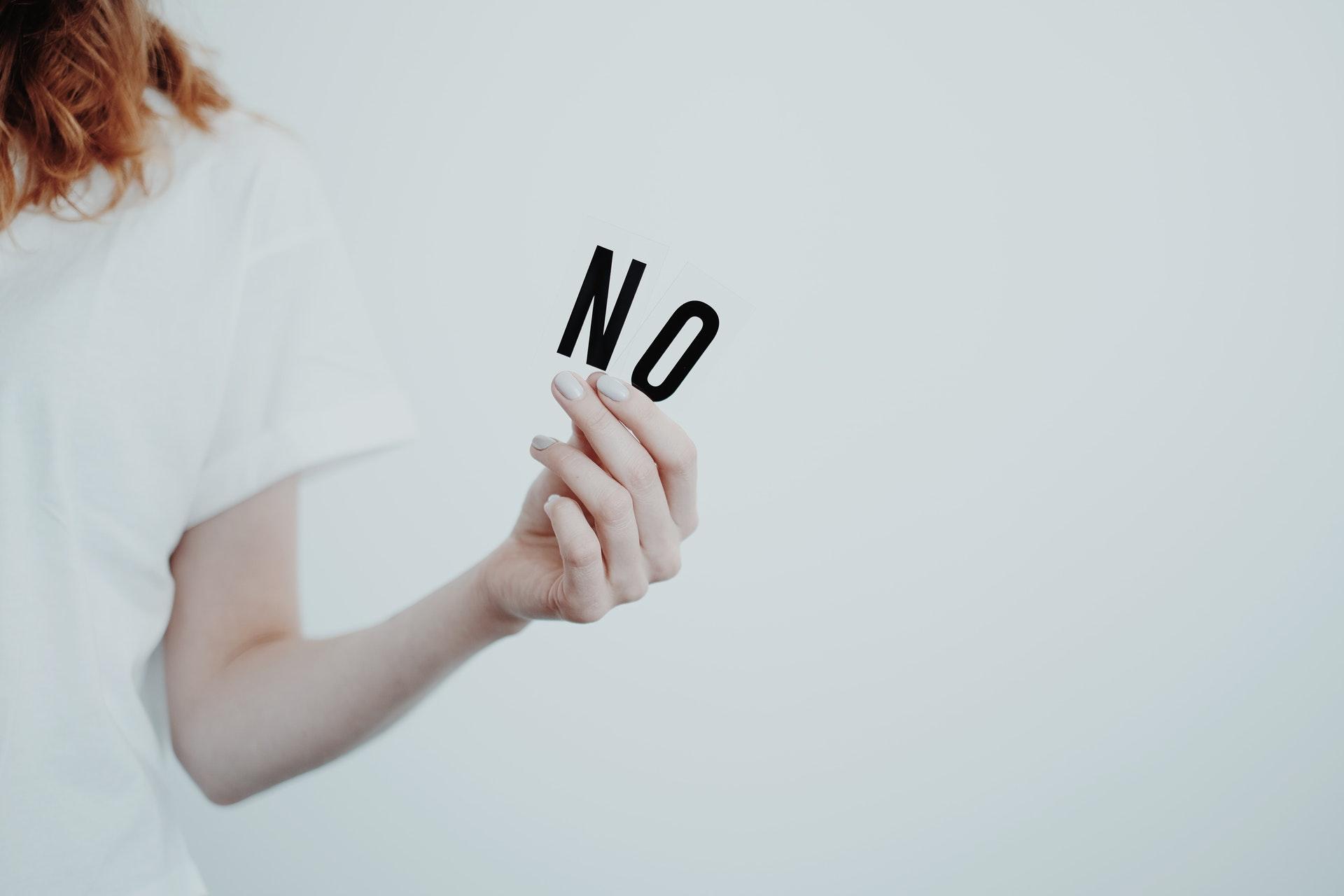 NOを持った女性