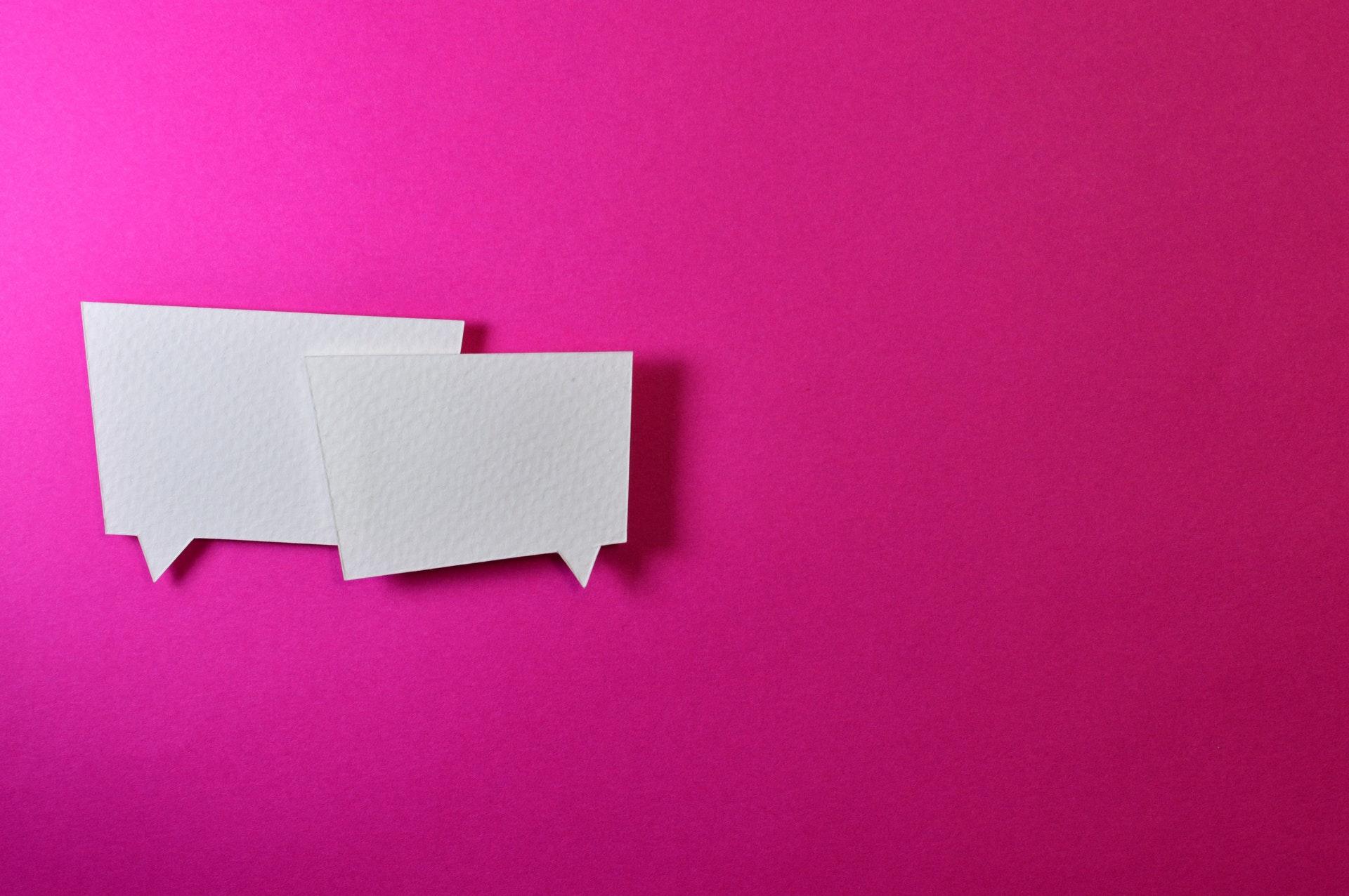 ピンクの背景に2枚のメッセージ