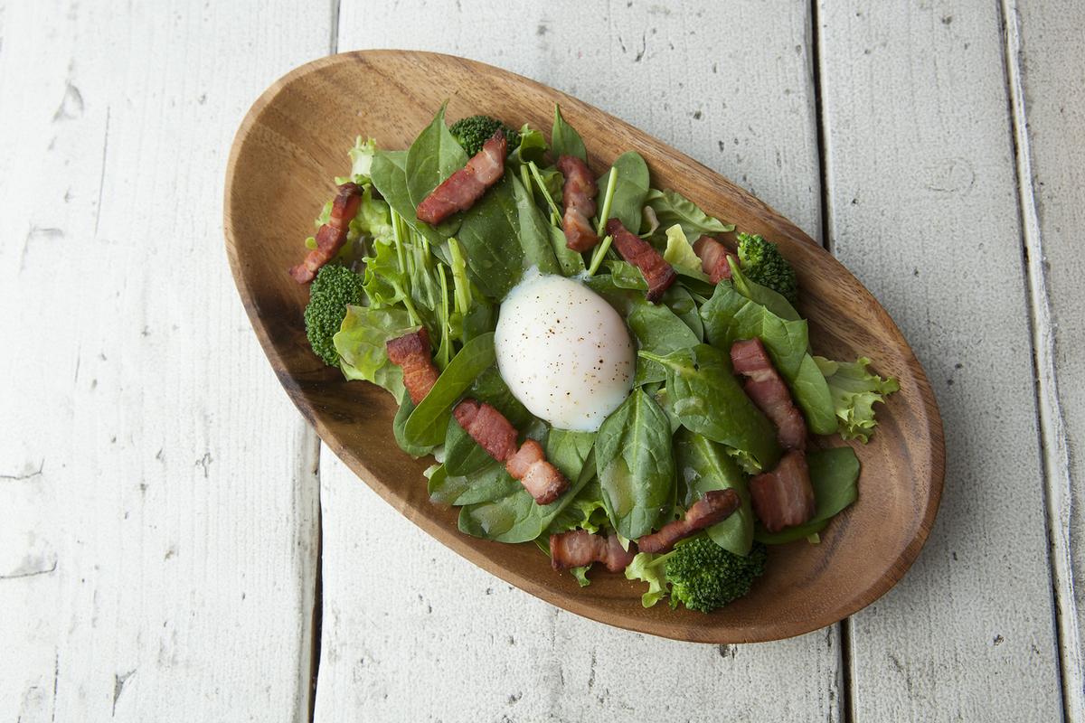 培根和菠菜沙拉