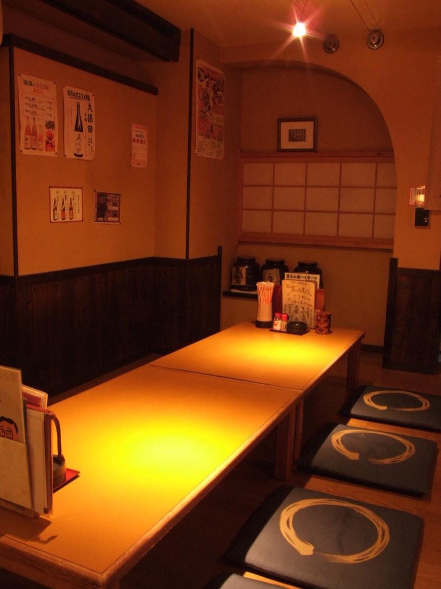 どこか懐かしい雰囲気の昭和レトロな空間で焼鳥・刺身をはじめとした美味しい料理を存分にどうぞ!