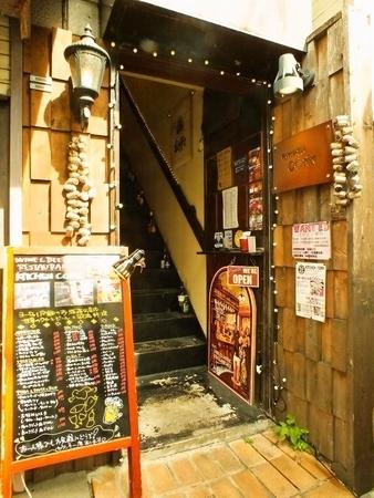 祖師ヶ谷大蔵駅から徒歩2分の立地。この看板が目印です!仕事帰り、2軒目使いにさらっと立ち寄れます。