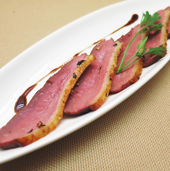 自家燻製フランス産鴨胸肉のパストラミ