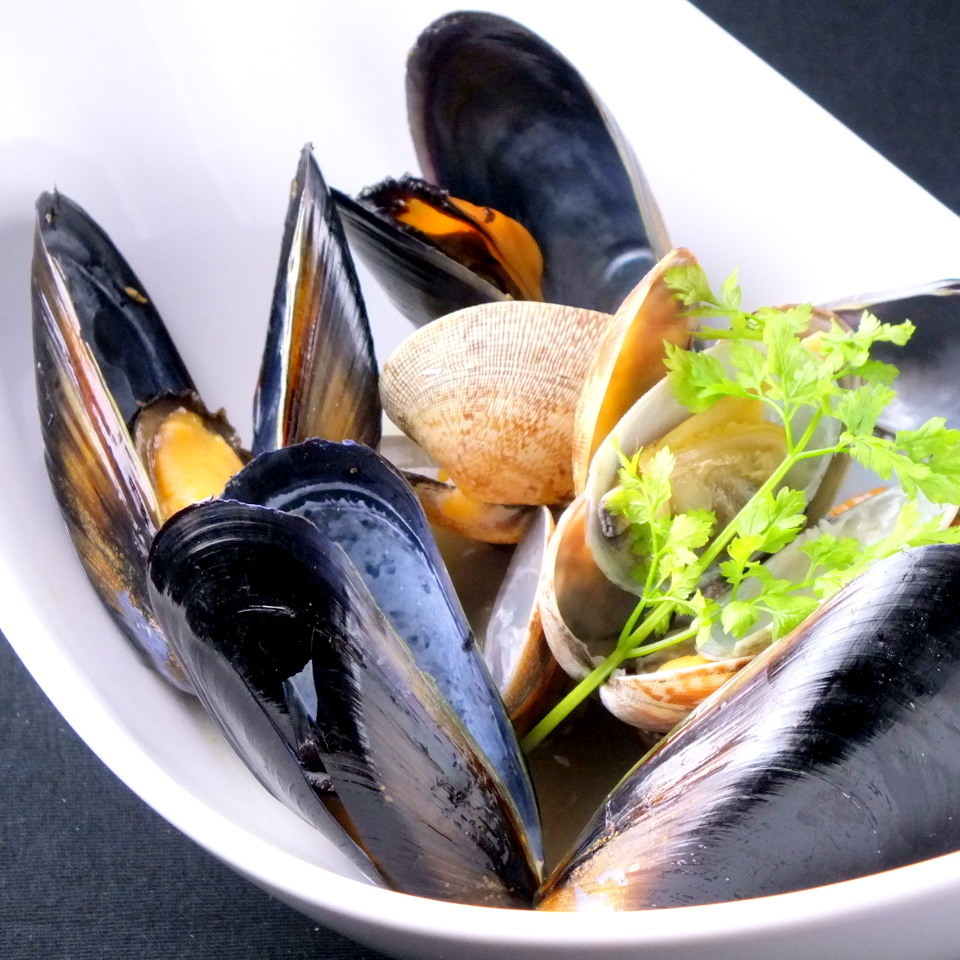 Wine steamed mussels and clams