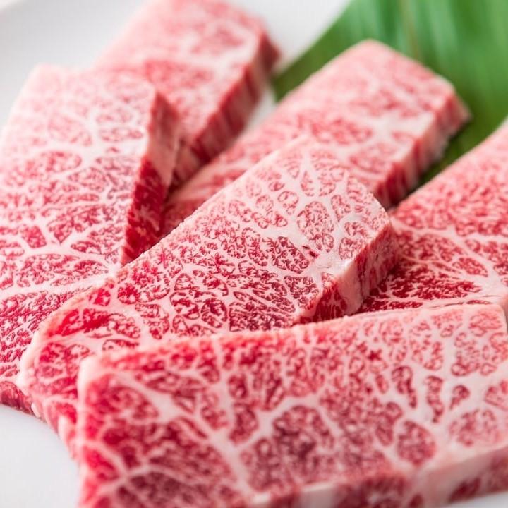 見事にサシが入った和牛!口に含めば…とろける食感に感動!