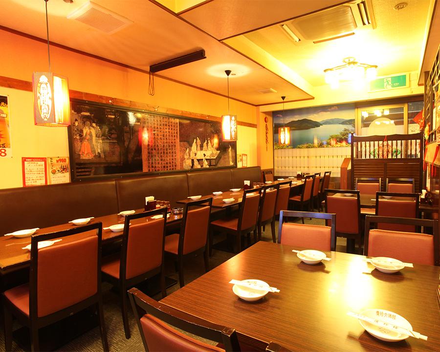 広々とした店内はテーブル/円卓/ソファ席/大・小個室等多彩な席をご用意しております。様々なシーンでご利用して頂けます。会社の宴会、接待、プライベートでの飲み会是非ご利用ください。大人数でも少人数でも大歓迎!