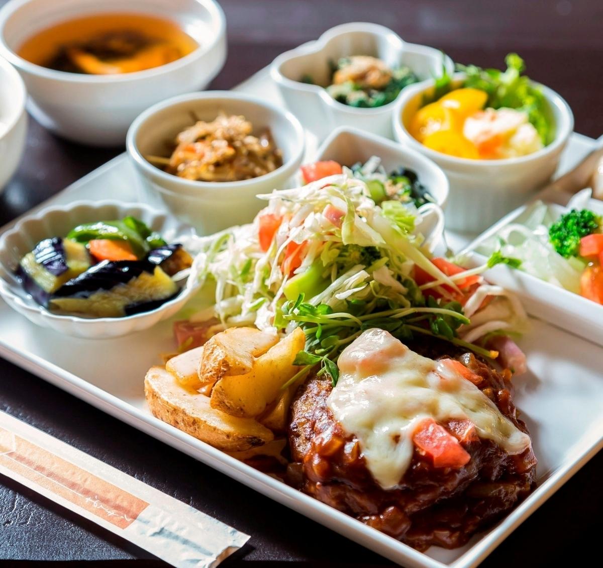 【限定食】一度に10種以上の野菜がとれる人気のプレートは1000円