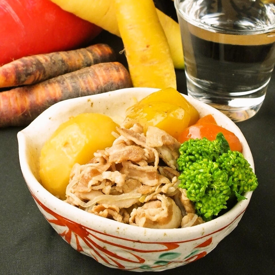 Meat and potatoes of the onion together with the awakening of Rose pork and Inca