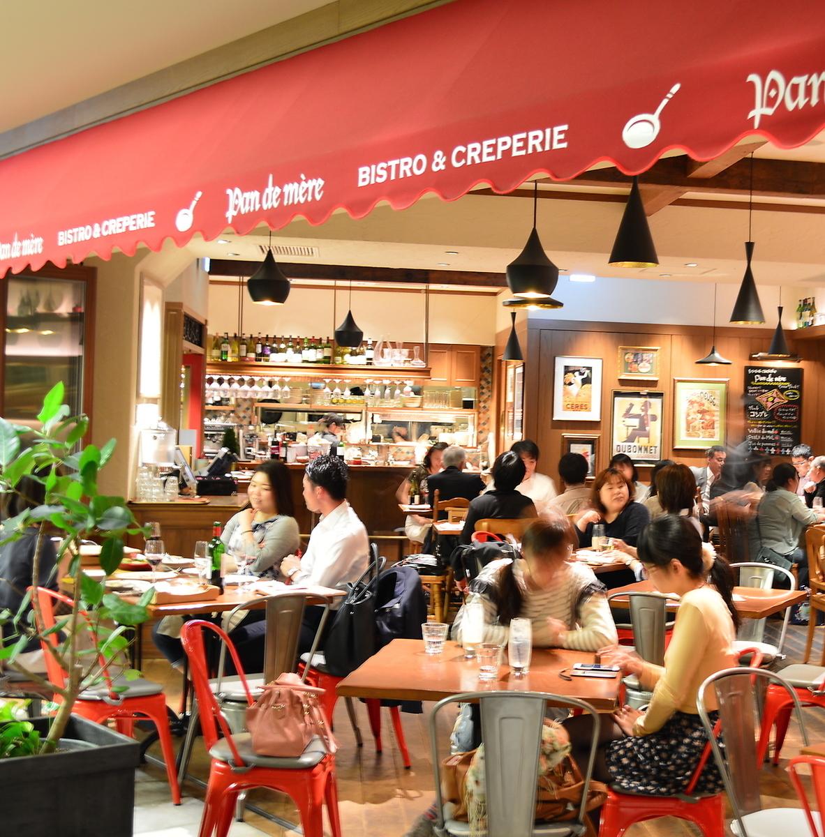 グランフロント大阪で人気のお店!!フランスの街角にあるようなビストロの雰囲気漂う一軒です。