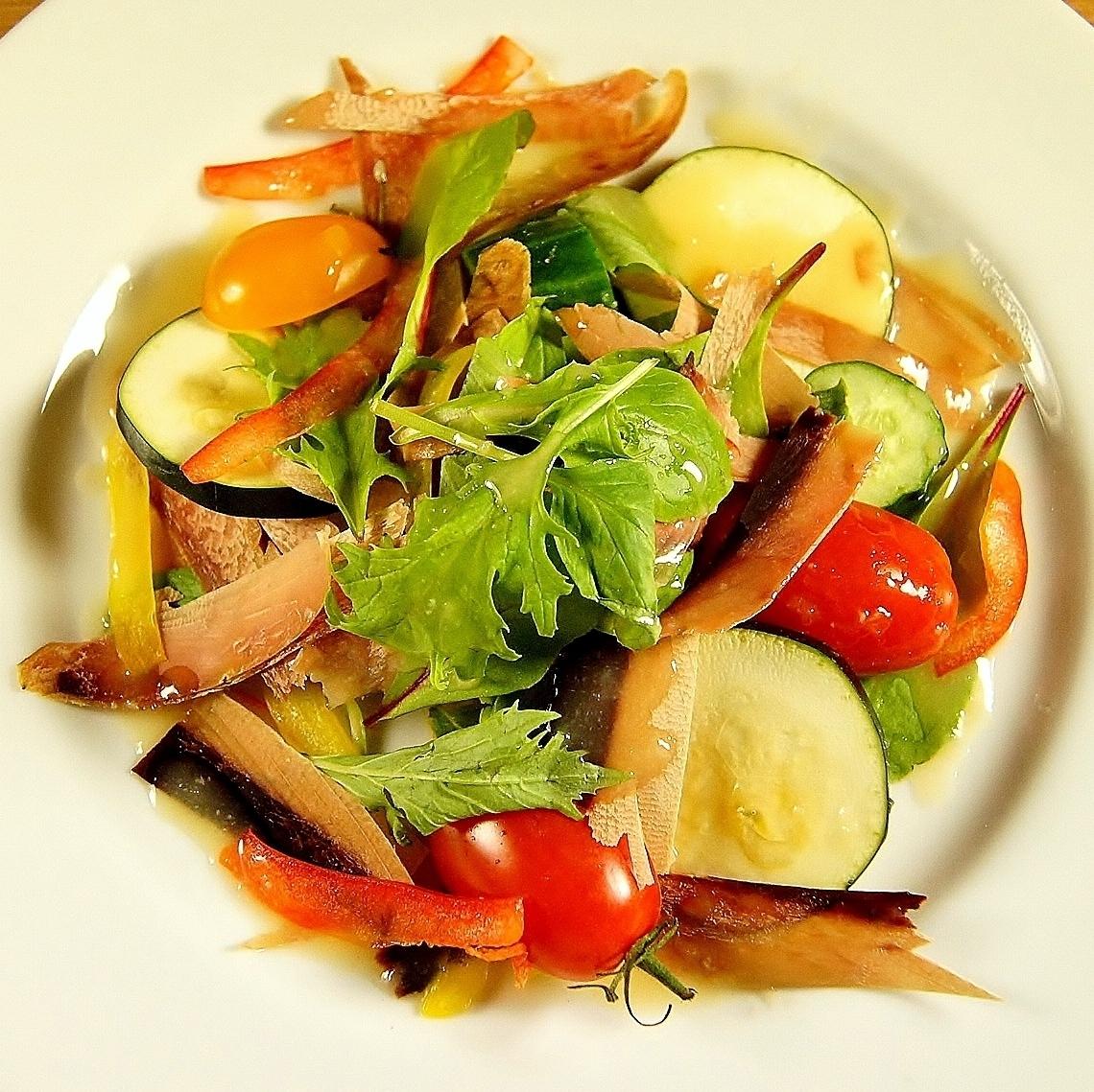 新鲜蔬菜日本建筑色拉敷料