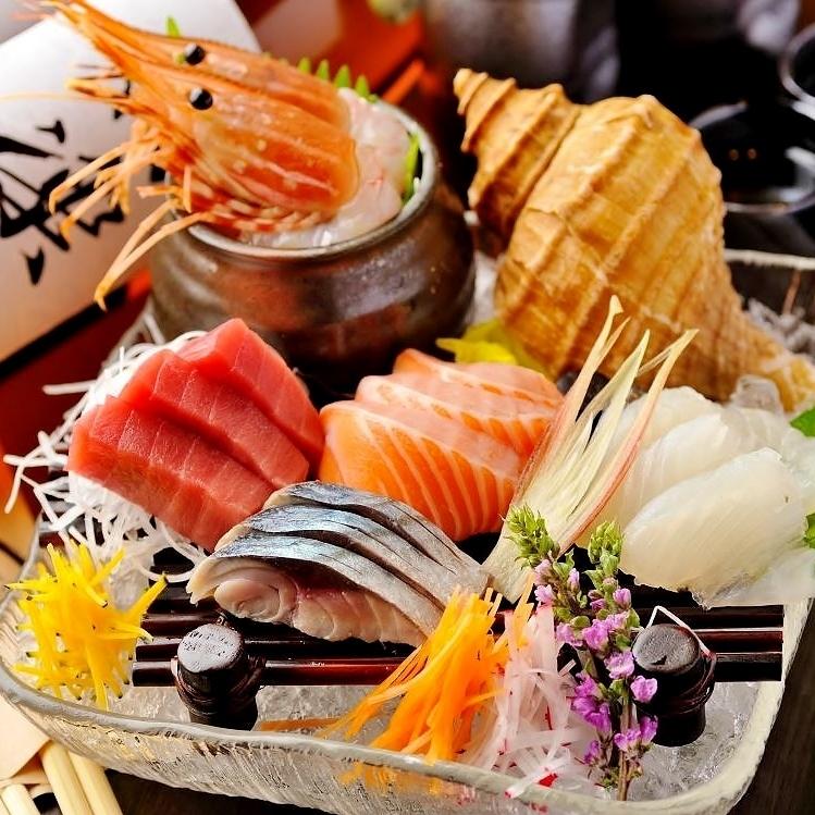 """生鱼片各种""""红牛鲑鱼,比目鱼,真章,鰤鱼,扇贝,真正的章鱼,鰤鱼"""""""