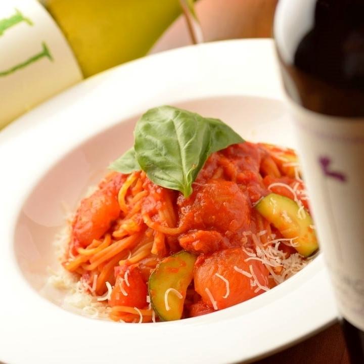 虾和西红柿奶油意大利面