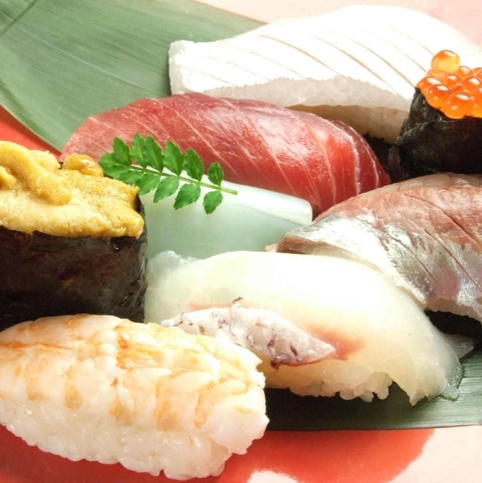 特上にぎり寿司盛り合わせ(うに・いくら入り)