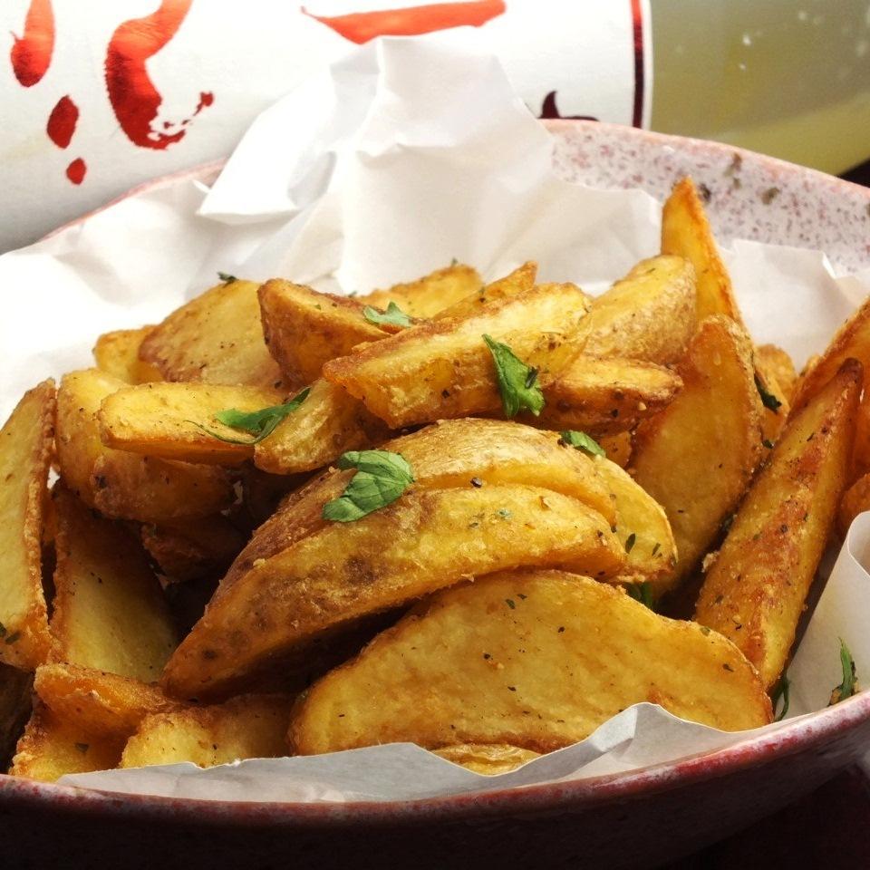 未削皮的土豆薯条