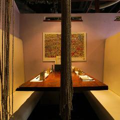 落ち着いて楽しめる半個室。渋谷での女子会、デートや誕生日・記念日のお祝いにもどうぞ。