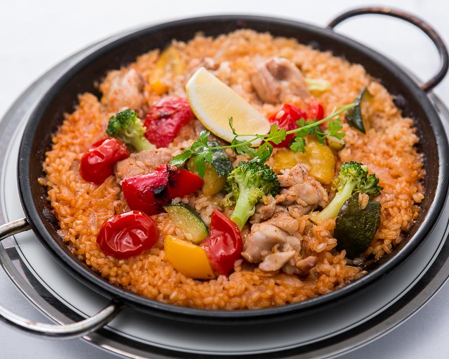 ゴロっとチキンと季節の野菜のバレンシア風パエリア
