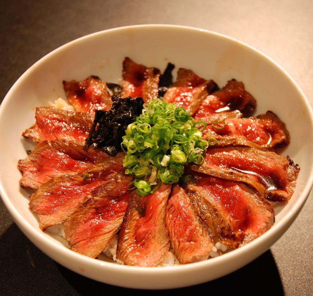 当店一番人気!ステーキ丼(サラダ・味噌汁・ドリンクバー付)