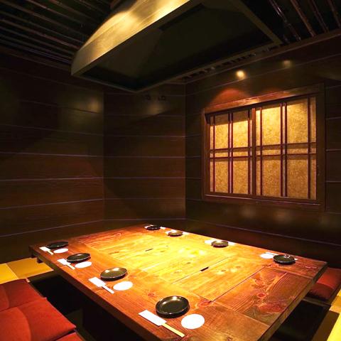 懐かしい囲炉裏、個室は8名の宴会でどうぞ☆木の温もりと藺草の香りで癒されて下さい。