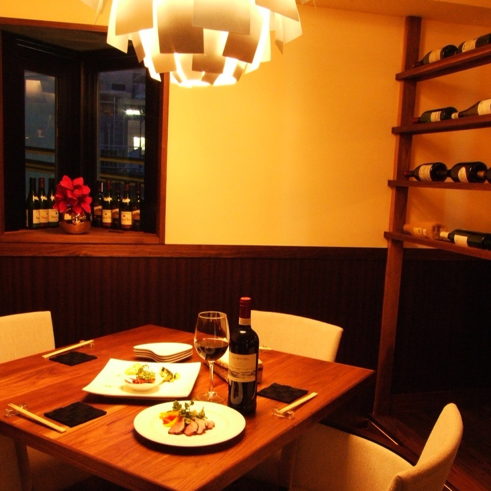 In hideaway in the building, I feel a commitment to Toka ♪ lighting enjoying relaxed wine and tapas ... ☆