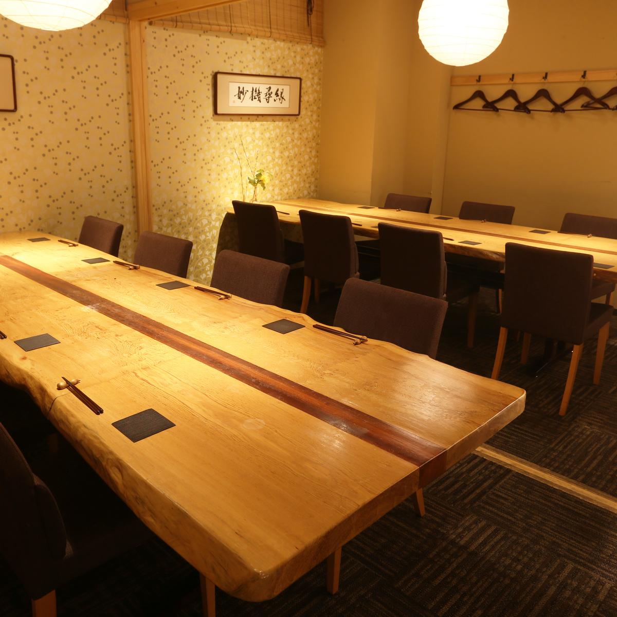 靴の脱履や、お足元の気になるお客様でも利用が可能な、テーブル個室です。(テーブル個室4名〜20名様まで対応可能)