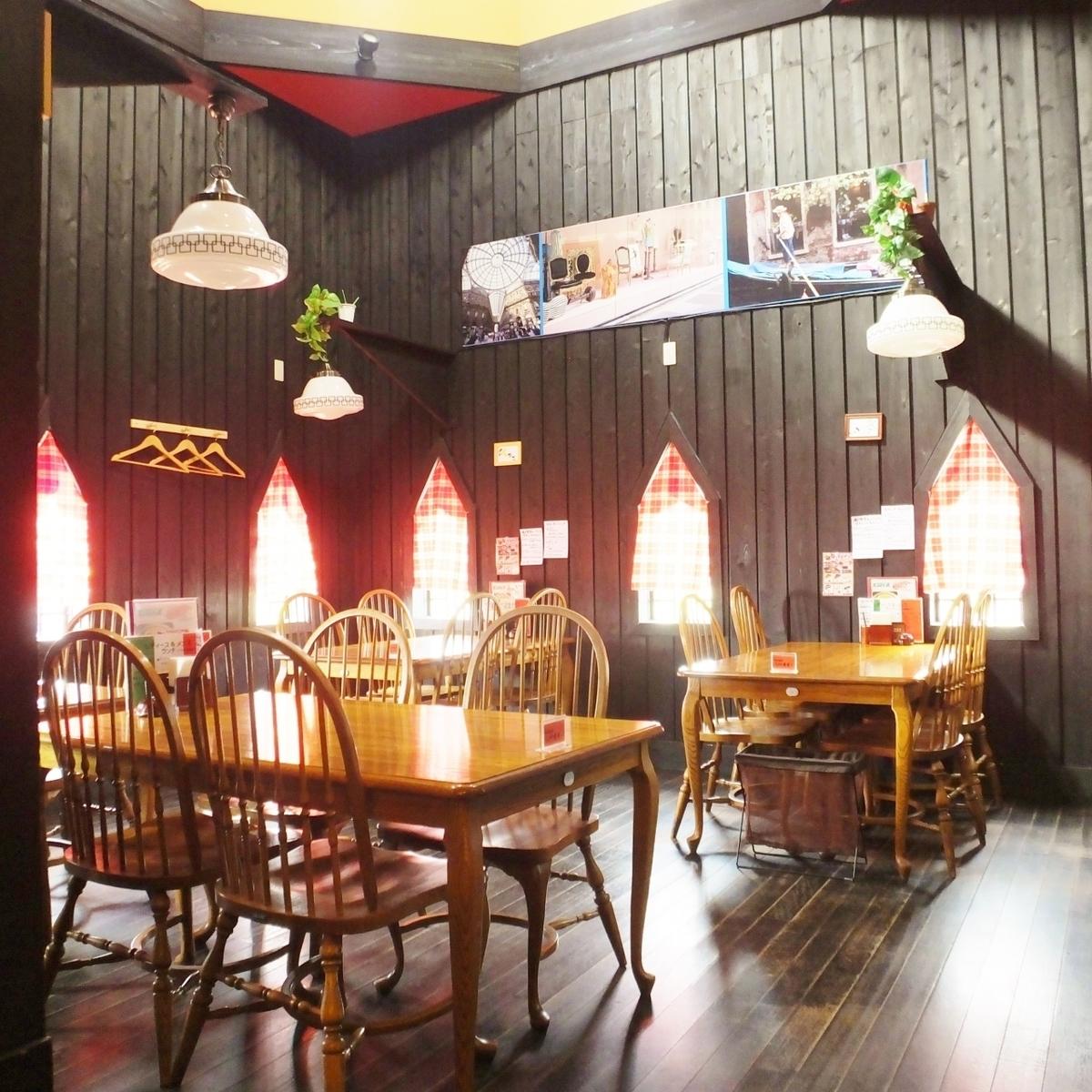 お客様のご利用シーンやご人数に合わせて最適なお席をご用意。少し多めの人数でパーティーやご宴会をご利用の際は、ボックス式になっているフロアへご案内致します!