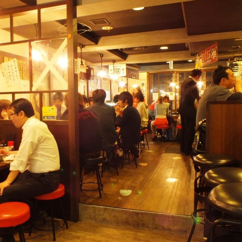 どこか懐かしさを感じる、昭和の名古屋な空間で今日もうたげを楽しみましょう。