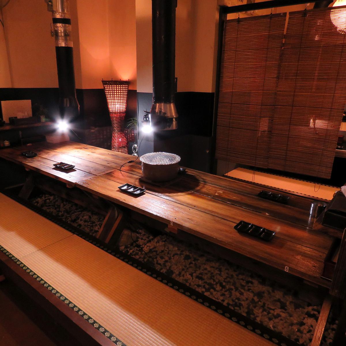 寛げる掘りごたつ式のお座敷は2名様用のテーブルと2~6名様までのテーブルをご用意。