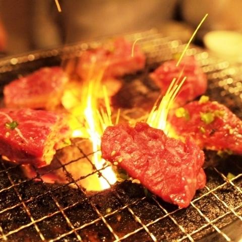 [烤鸡肉套餐]用2小时的全友畅饮通常4000日元→3000日元(含税)木炭火盆烤/萨摩鸡散养的鸡烤...... 10道菜