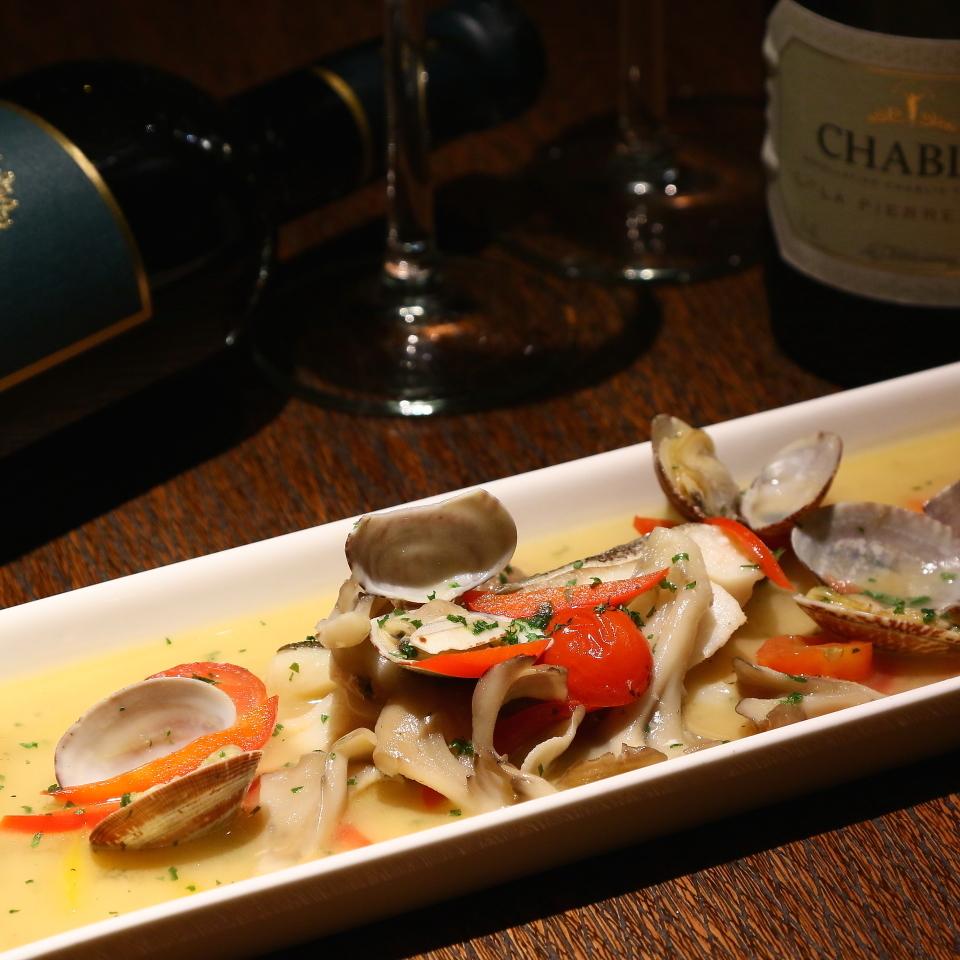白身魚と彩り野菜のアクアパッツァ