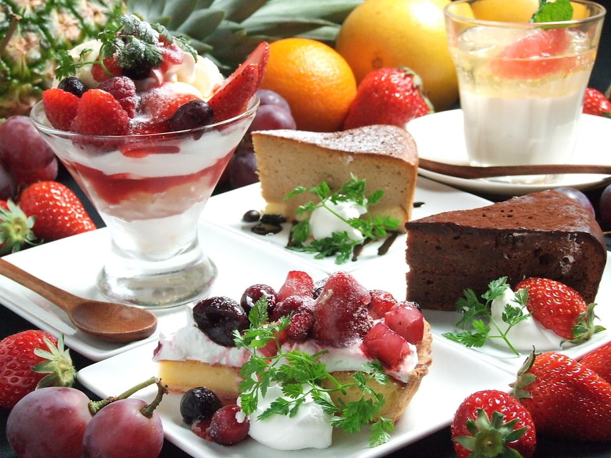 食後にデザート。誕生日や記念日にはホールケーキを。