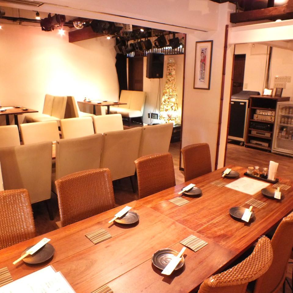 [2楼]地板是宽敞确定最多40人。酒店还设有课程。通过一切手段♪宴会和活动方