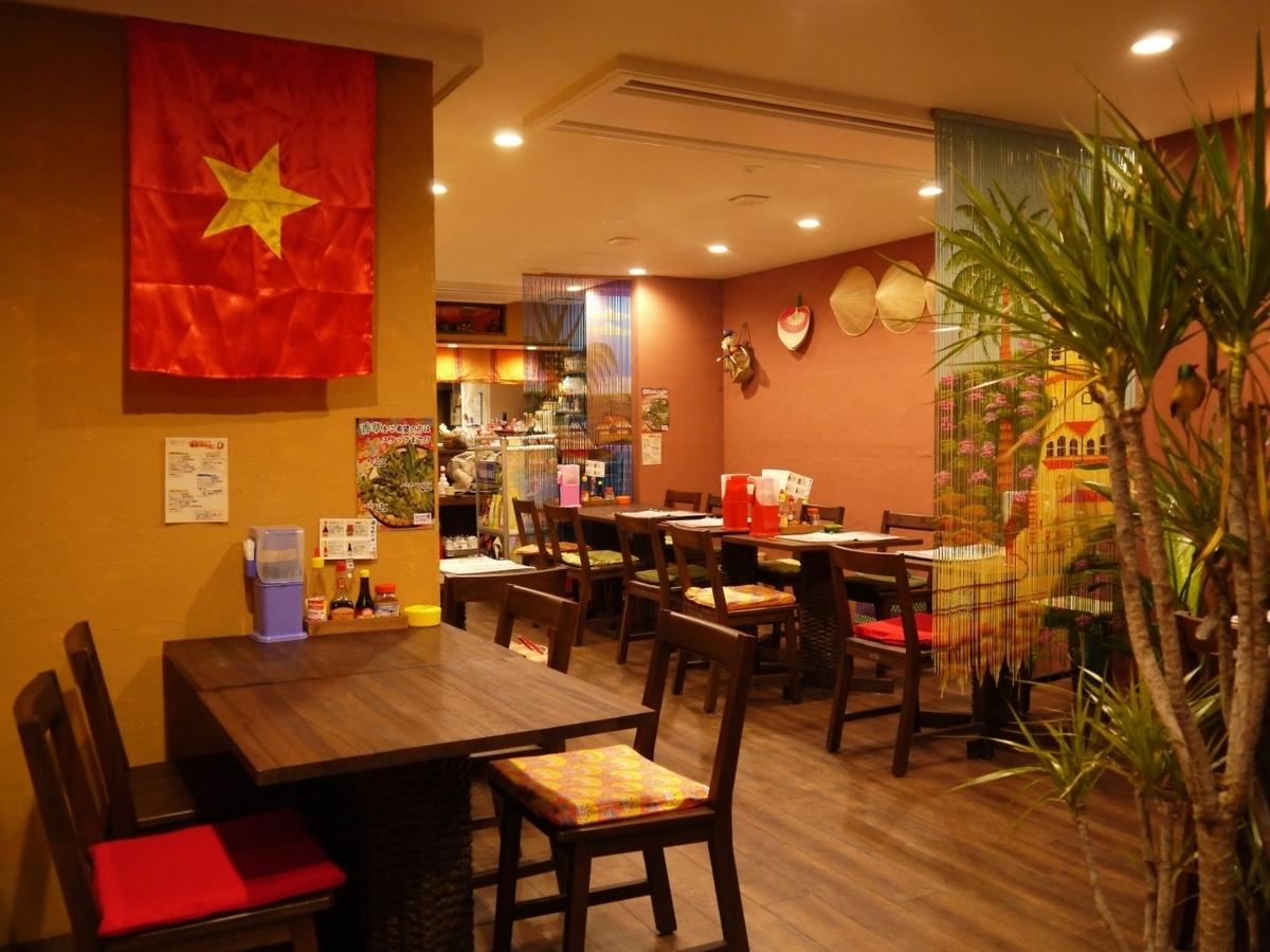 越南是一定要享受的商店♪有时效性,建议也用在室内用餐的朋友!你从一个小咖啡馆的亚洲工作方式的家庭拥有的图像中的后巷!餐具和装饰品当然也越致力于制造业,你可以体验到喜欢旅游的心情♪