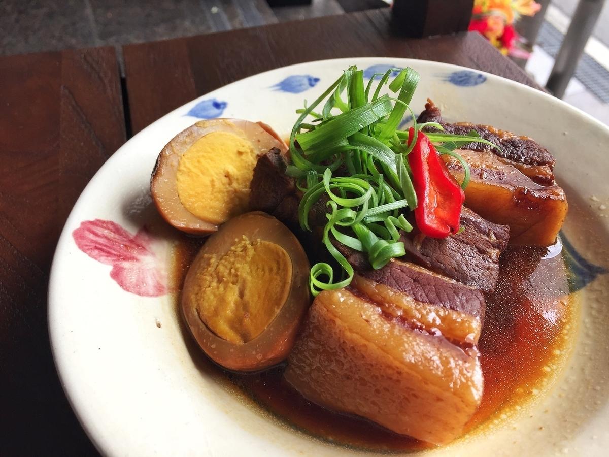 猪的红烧煮Nitamago椰子汁